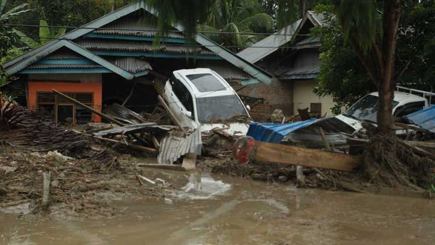 إندونيسيا... وفاة 16 شخصا على الأقل وتشريد المئات بسبب السيول