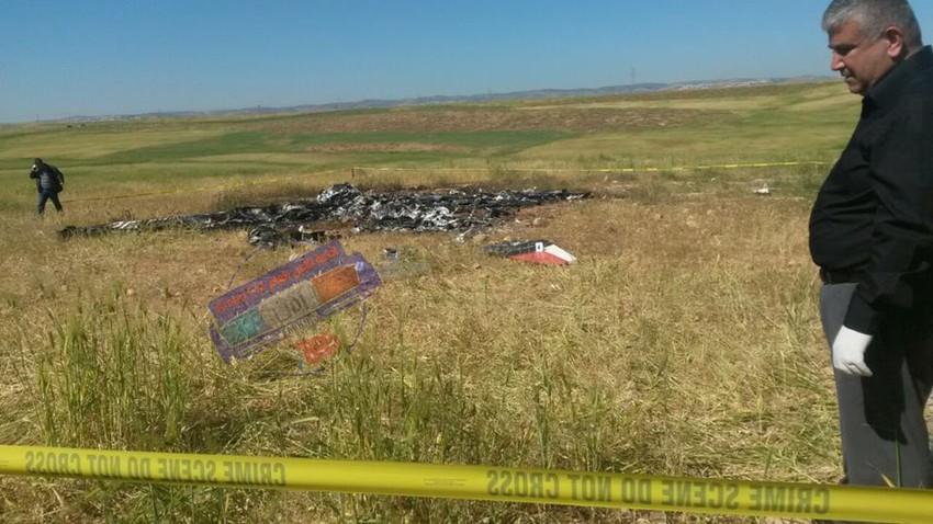 مشاهد من حطام الطائرة العسكرية التي سقطت صباح اليوم الإثنين
