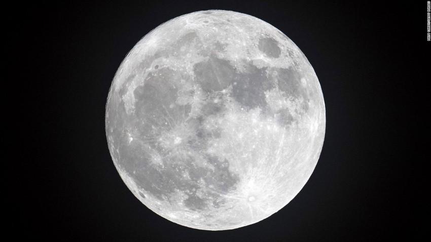 """""""للمرة الثانية هذا العام""""... المنطقة العربية على موعد مع خسوف للقمر يوم الجمعة"""