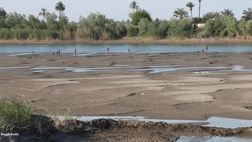 نهر الفرات بعد أن تم منع جريان مياهه في بعض مناطق العراق