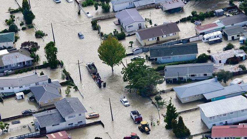 إجلاء الآلآف في نيوزيلندا بسبب سيول الإعصار ديبي