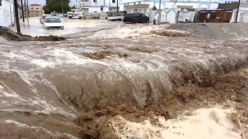 بالفيديو | عواصف رعدية وأمطار شديدة الغزارة تغرق الطائف