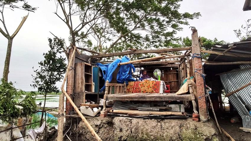 """بنجلاديش... ارتفاع عدد الوفيات إلى 12 بسبب الاعصار""""بلبل"""""""