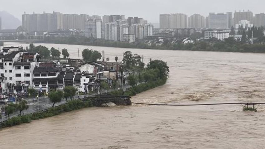 اليونان | 7 وفيات نتيجة سيول اجتاحت جزيرة قريبة من أثينا