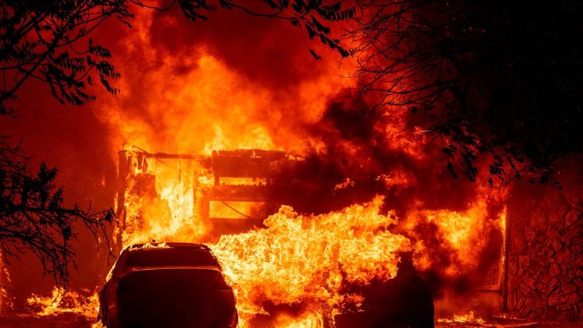كاليفورنيا..11 ألف ضربة صاعقة خلال ساعات في أعنف موجة من العواصف الرعدية تضرب الولاية