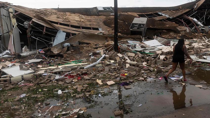 بالصور | إعصار لورا يضرب لويزيانا الأمريكية برياح عاتية هي الأقوى منذ العام1856م
