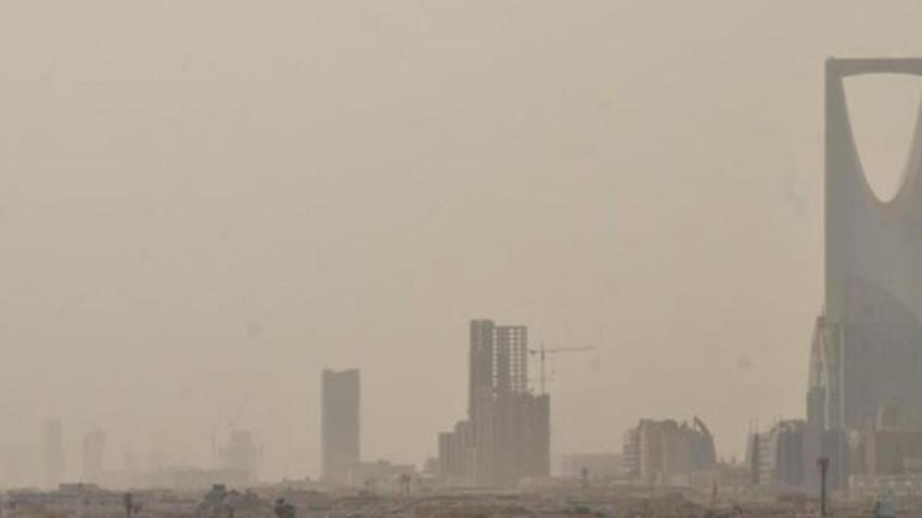 السعودية | بالتزامن مع استمرار الرعود جنوب غرب البلاد..رياح شمالية شرقية مثيرة للغبار على الرياض الثلاثاء