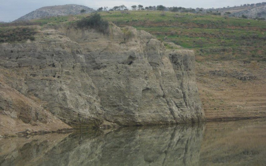 سد وادي العرب هو أحد السدود المُعدة لتخزين مياه الري في الجهة الشمالية الغربية لمحافظة إربد