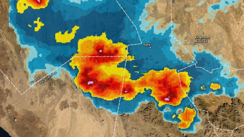 تحديث 4:00م | سُحب ركامية قوية غرب أبها والأمطار متوقعة الساعات القادمة