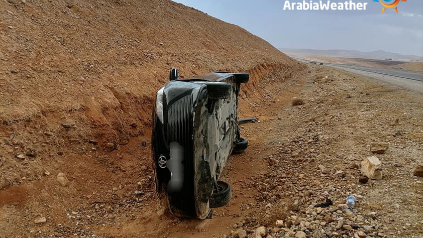Vehicle slipping accidents due to rain for the first time this season today Friday 24-9-2021