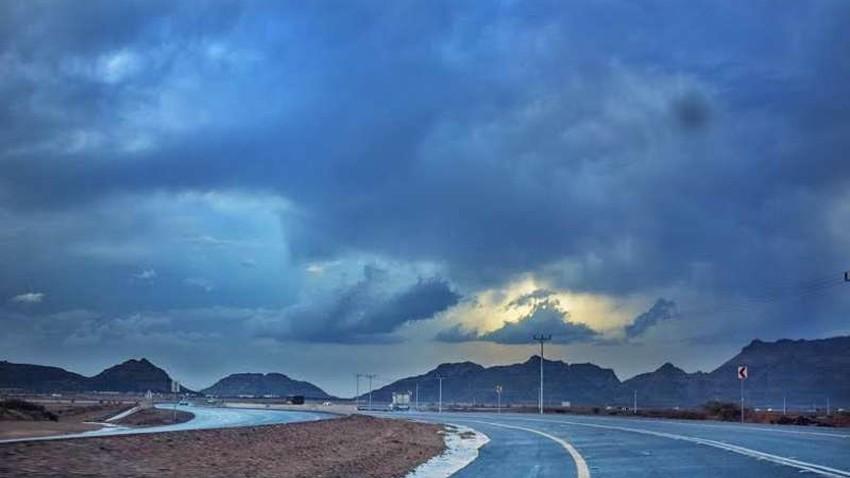 نجران | الرطوبة المدارية تبدأ بالتأثير هذه الليلة والأمطار الرعدية الغزيرة متوقعة منتصف الليل