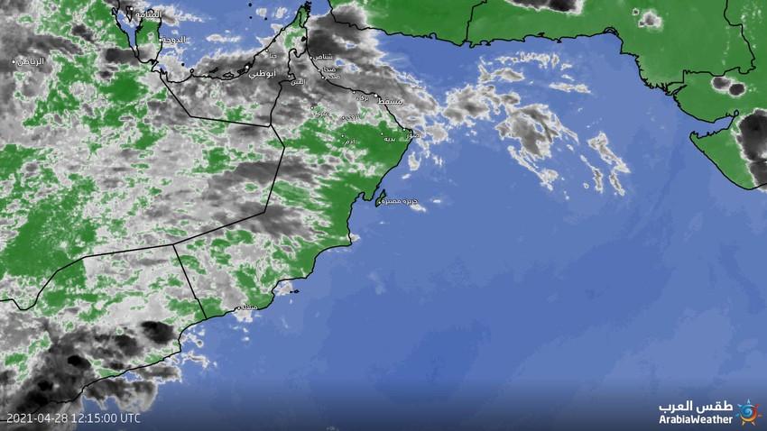عُمان - تحديث الساعة 5:45 عصراً : استمرار تأثر بعض المناطق بالسُحب الرعدية الماطرة