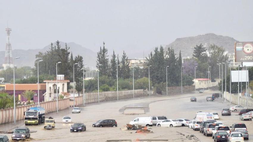 بالفيديو | أمطار رعدية غزيرة تُغرق طرقات الطائف وترفع منسوب المياه