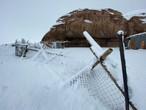 عاجل وبالفيديو | تساقط كثيف للثلوج المتراكمة في علقان بمنطقة تبوك