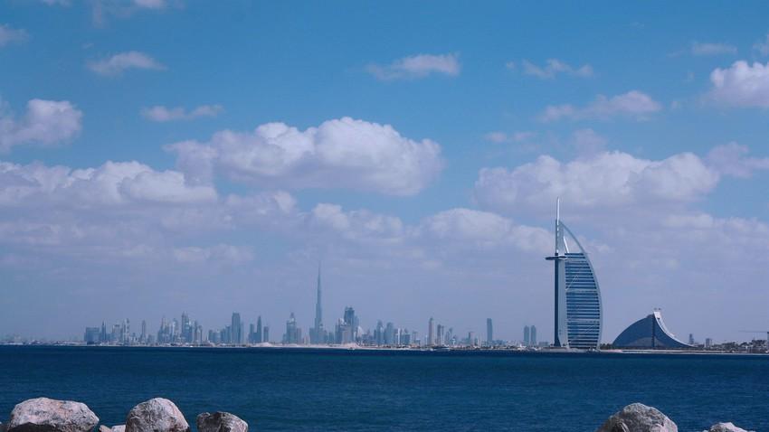 الإمارات | ارتفاع على درجات الحرارة مع بقاء الفرصة مُهيأة لهطول زخات من المطر شرق الدولة