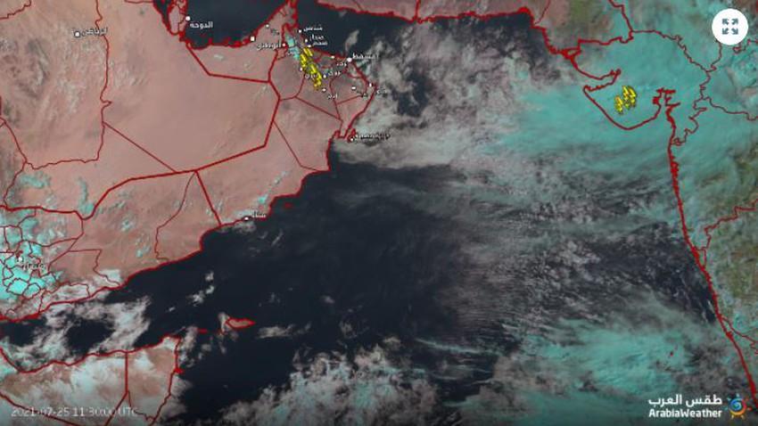 سلطنة عُمان | تطور للسُحب الركامية على العديد من المناطق مترافقة بأمطار متفاوتة الشدة