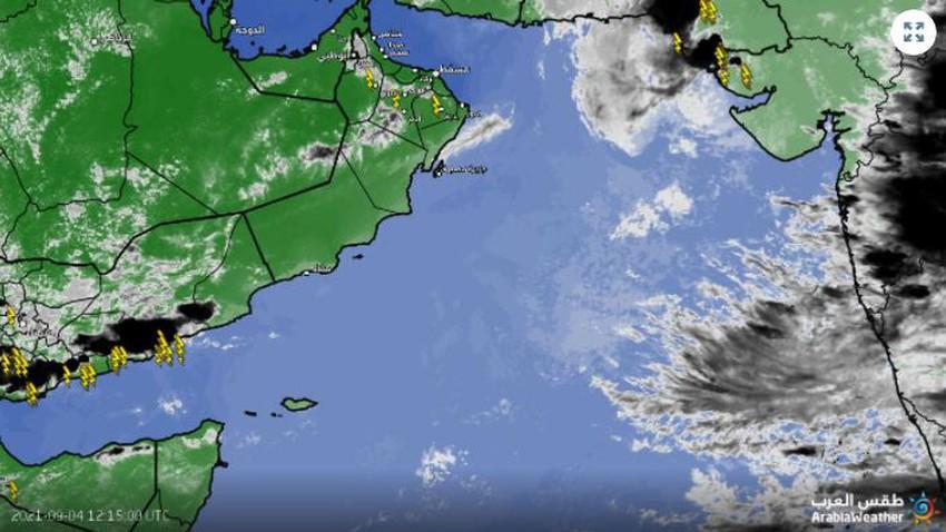 سلطنة عُمان   استمرار تطور السُحب الركامية على أجزاء من جبال الحجر تترافق بأمطار متفاوتة الشدة