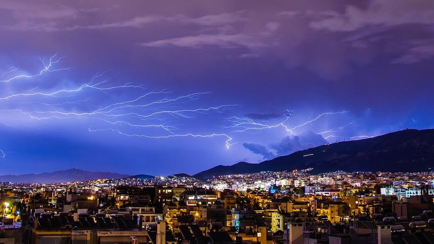 اليمن | اشتداد الأحوال الجوية غير المستقرة وفرصة للأمطار الرعدية بأجزاء واسعة من البلاد الثلاثاء وتوصيات للتعامل معها