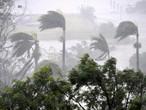 الإعصار ديبي يجتاح شمال أستراليا ويتسبب بتعليق رحلات الطيران