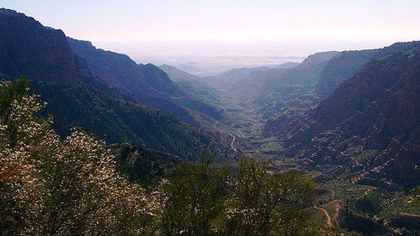 الأردن-عطلة نهاية الأسبوع   استمرار التأثر بمنخفض البحر الأحمر وبقاء الأجواء المائلة للحرارة