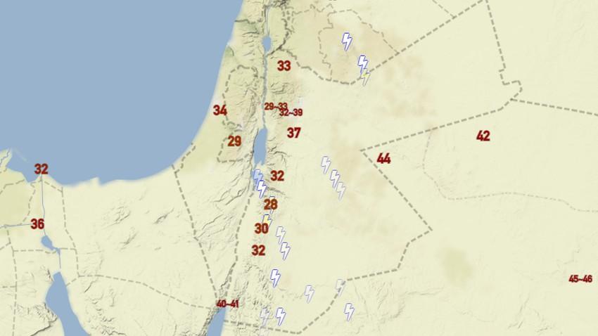 الأردن   صورة نادرة للبروق وهي تزين مساحات واسعة من خارطة الأردن الآن