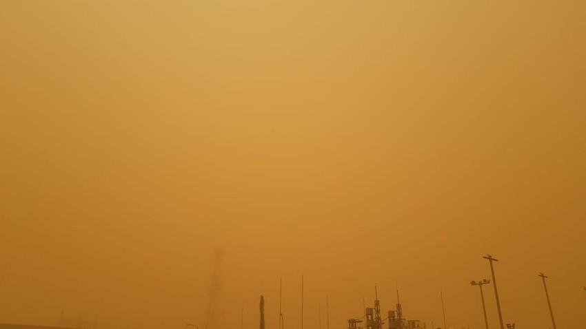 بالصور | موسم الغبرة يعصف بجازان والرؤية الأفقية تنخفض لـ 800 متر!