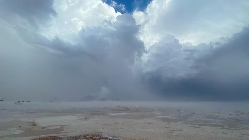 بالفيديو   حائل تتصدر الترند .. عواصف رعدية وبرديات كثيفة تجري على الأرض كأنهار جارية!