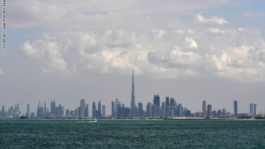 الإمارات   سُحب متفرقة ورياح تثير الغبار في بعض المناطق