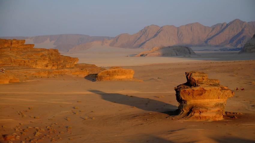 الكويت | انخفاض على درجات الحرارة الأحد مع استمرار ظهور السُحب المُتوسطة والعالية