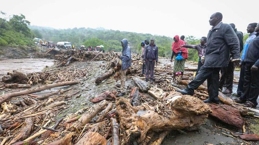بسبب الانهيارات الأرضية... 36 وفاة وتقطع الطريق بـ 500 سيارة في كينيا