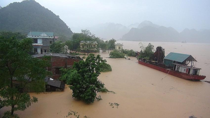 السيول تقتل 15 شخصا في فيتنام