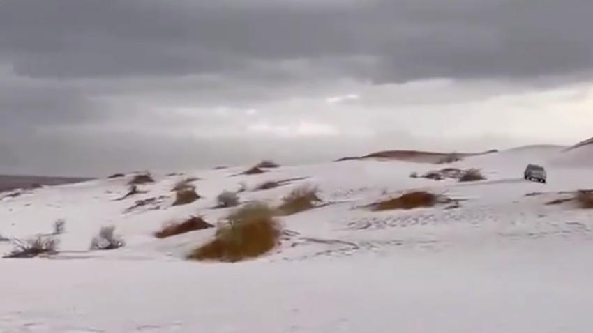 فيديو: الأرض تكتسي بالبياض في القصيم بالقرب من الرس (شمال ضليع رشيد/أبانات)