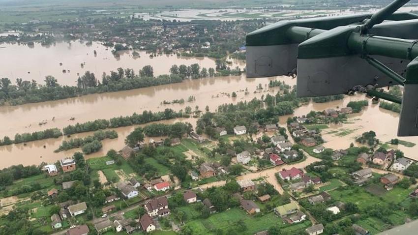 بسبب الفيضانات... وفاة ثلاثة أشخاص وإجلاء المئات في أوكرانيا
