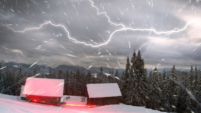 Thunder snow .. one of the amazing weather phenomena
