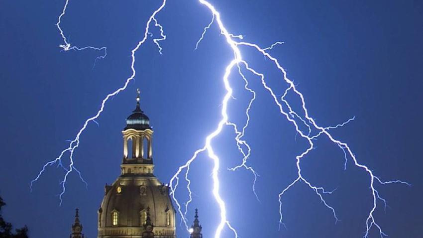 اليونان ... وفاة شخصان بسبب عواصف رعدية تجتاح غرب البلاد