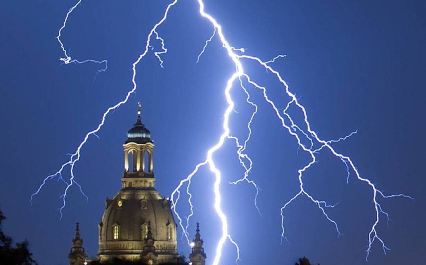 Greece ... Two people die from thunderstorms sweeping the west of the country