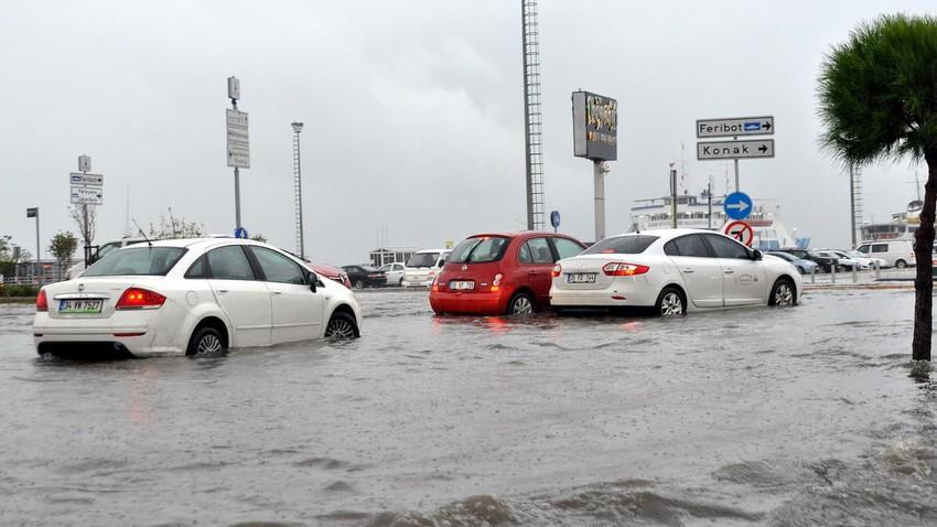 إزمير - تركيا | عاصفة رعدية قوية مصحوبة بزخات البرد أدت لحدوث السيول والفيضانات