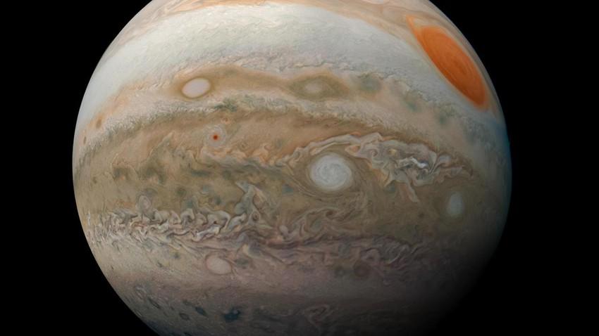 ناسا تكشف عن صورة مثيرة لأعاصير كوكب المشتري