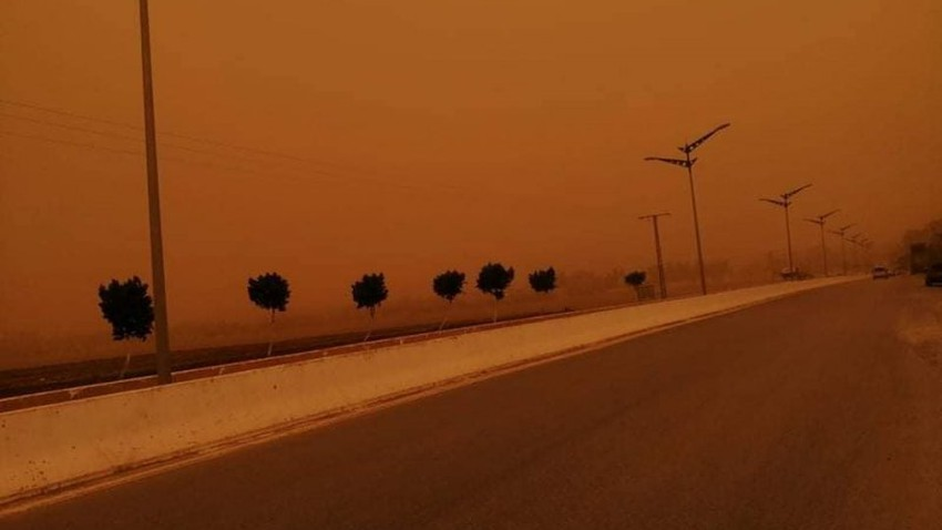 watched A strong wave of dust turns the day in some states of northwestern Algeria into night