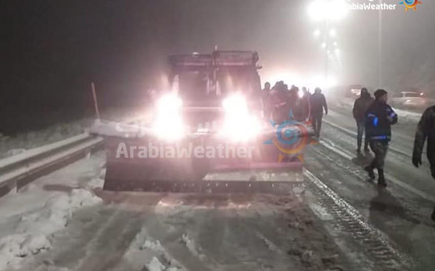 شاهد لقطات كانوا بها نشامى الوطن في الموعد للتعامل مع المنخفض القطبي المؤثر على الأردن