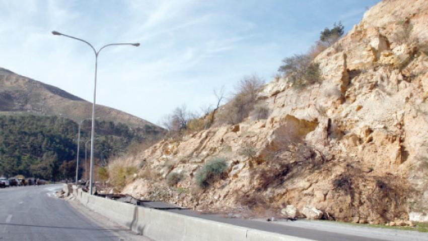 تفاصيل انهيار جزء من طريق اربد - عمّان