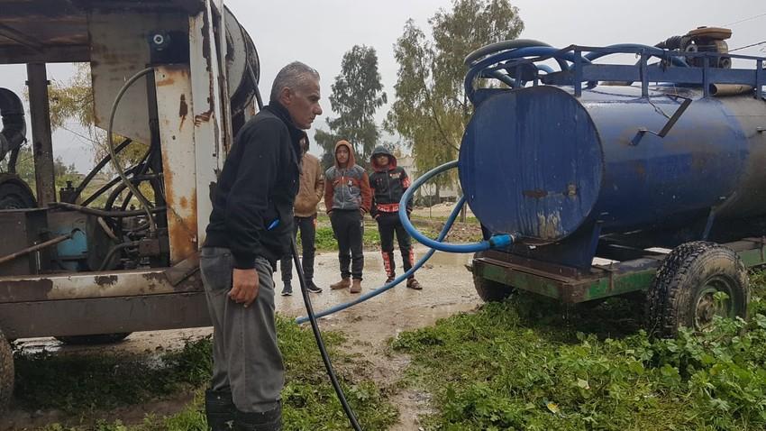 كوادر وآليات سلطة وادي الأردن  تنقذ مساكن داهمتها مياه الامطار