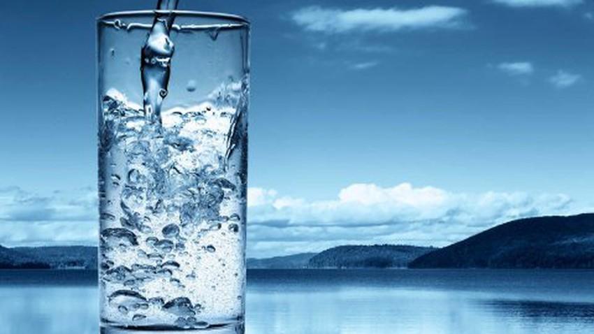 الاكثار من شرب الماء في فصل الصيف يمنحك بشرة مشرقة ونقية