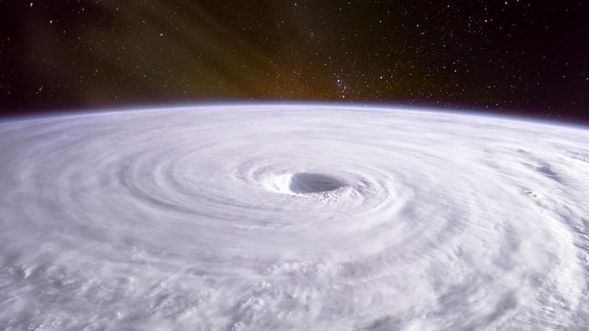 النموذج العددي الأوروبي | إضطراب مداري في بحر العرب قد يتحول إلى إعصار وتحركه نحو عُمان وارد