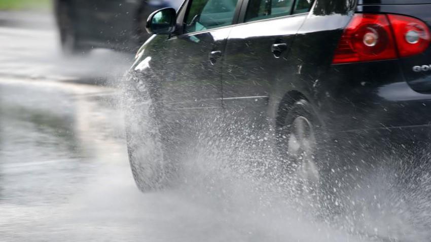 نصائح هامة  لسلامتك خلال قيادة السيارة تحت المطر