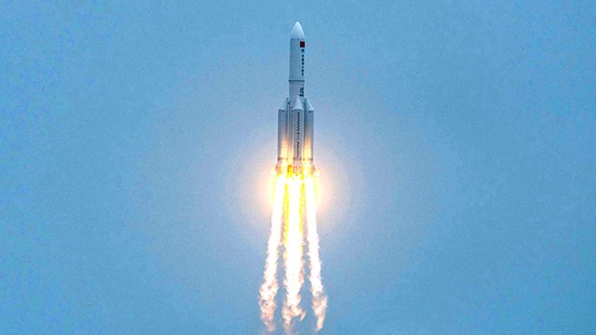 شاهد | مرور الصاروخ الصيني فوق سلطنة عمان وسقوطه في المحيط الهندي
