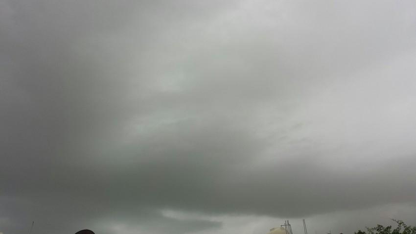 شاهد بالفيديو و الصور لقطات من أمطار جدة صباح اليوم