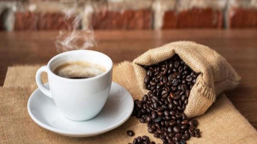 Une hausse des prix du café après une vague de froid endommage la récolte au Brésil