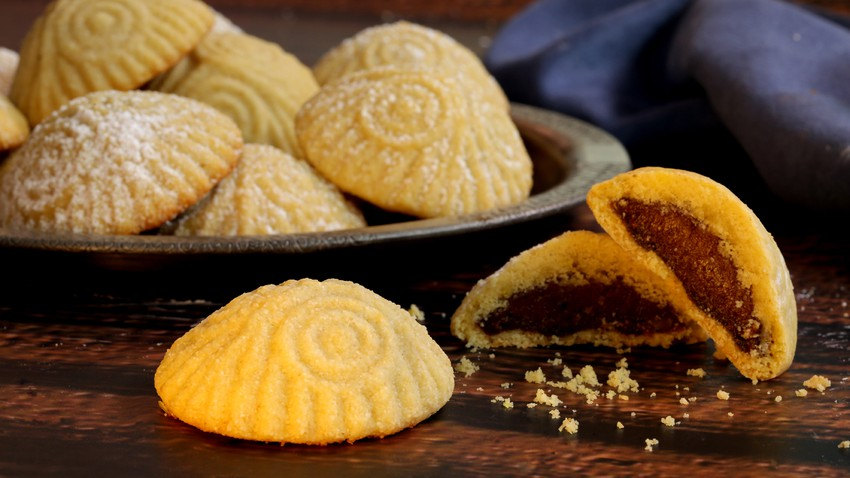 An easy way to make special semolina maamoul