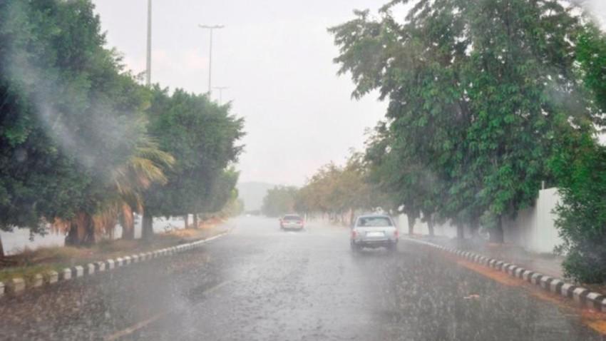 بالفيديو | أمطار الخير تعم الطائف وزخات البرد تتساقط بكثافة